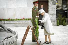 Las protestas marcan el inicio de la histórica visita de Isabel II a Irlanda