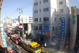 Un devastador incendio en un hospital de Corea del Sur deja al menos 37 fallecidos y 131 heridos