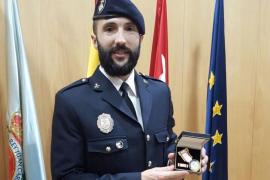 Un agente de la Policía Local de Palma es distinguido con la cruz al mérito policial