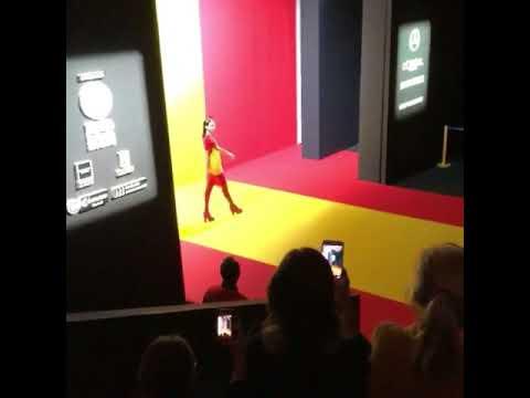 Las modelos de Agatha Ruiz de la Prada desfilan al ritmo del himno español