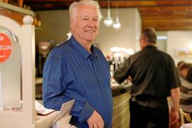 Juan Riera cumple 76 años con alegría y en plena forma