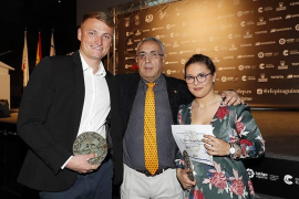 Los mallorquines Cooper y Paniagua reciben sus premios a mejores palistas de 2017