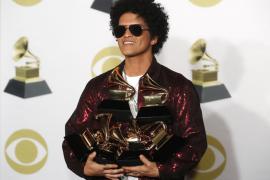 Bruno Mars arrasa en los Grammy