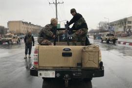 Fuerzas de seguridad afganas cerca del lugar del ataque en Kabul