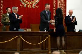 El Rey pide a los nuevos diplomáticos lealtad a España en su noble tarea de servicio público