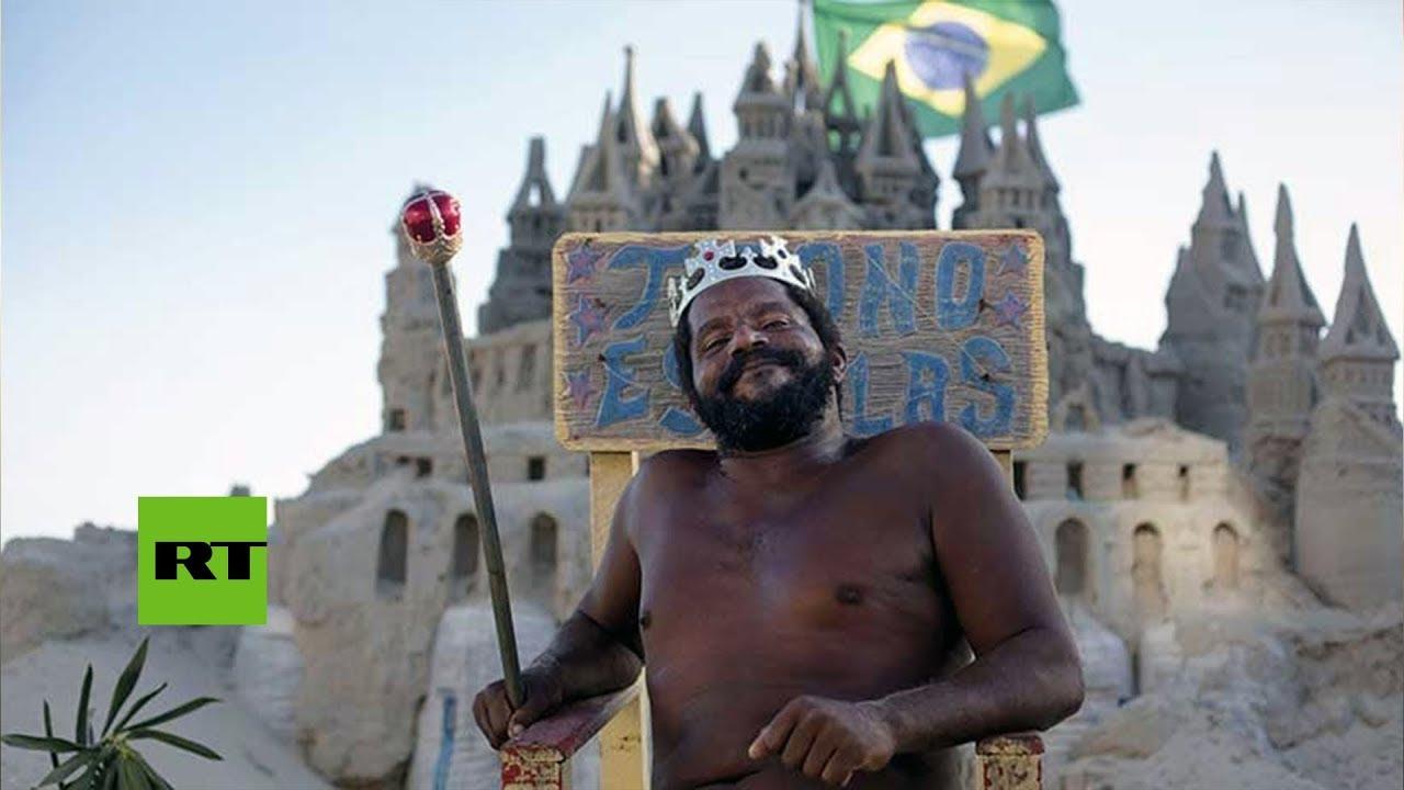 Un hombre lleva 22 años viviendo en un castillo de arena
