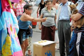 Los trileros vuelven al mercado de Andratx y causan indignación entre los comerciantes