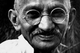 Plegarias y flores para recordar a Gandhi en el 70 aniversario de su muerte