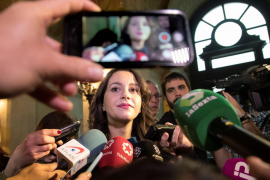 Arrimadas denuncia la «farsa» de Puigdemont y le pide que diga la verdad a los suyos