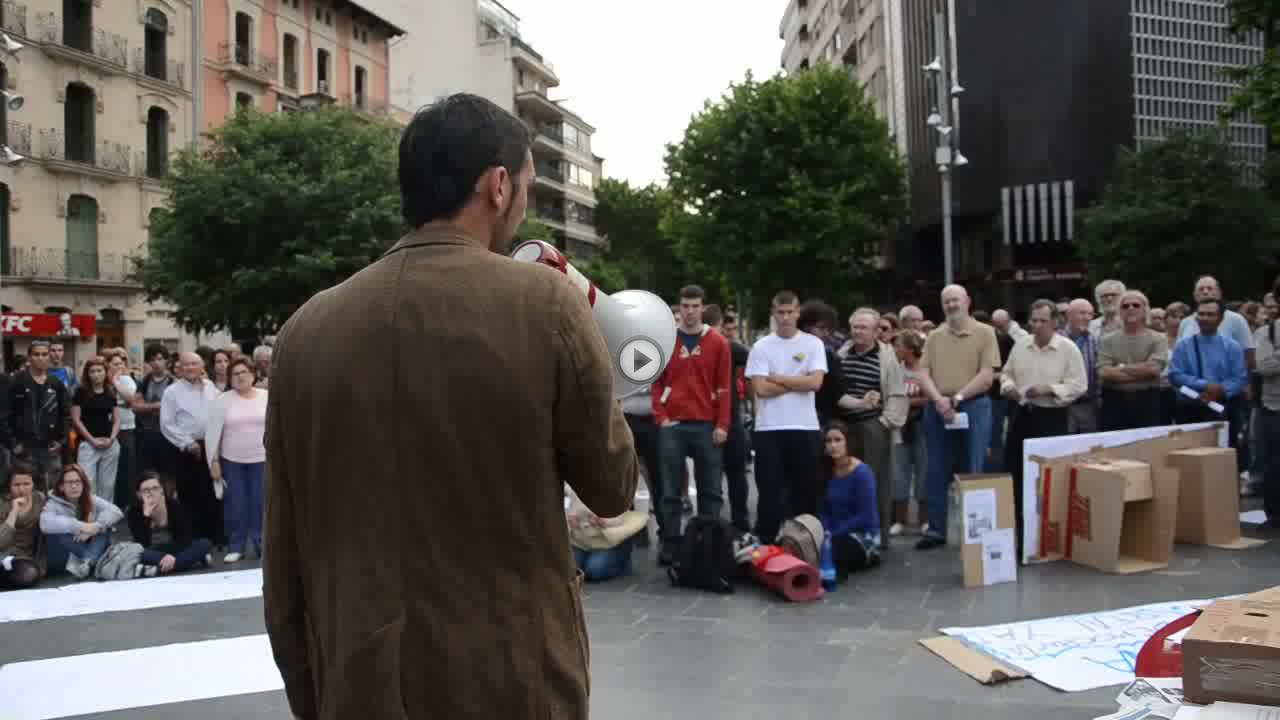 La acampada de 'indignados' se mantiene durante la noche pese a la prohibición