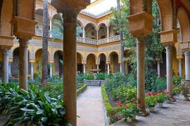 La Casa de Alba busca a universitarios para hacer de jardineros en el Palacio de Dueñas a coste cero