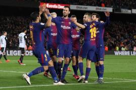El Barcelona supera por la mínima al Valencia y toma ventaja