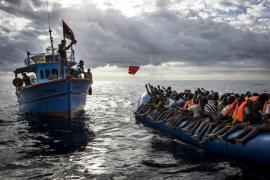 90 inmigrantes fallecidos al volcar su barco frente a las costas de Libia