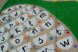 Sant Antoni habilita zonas para juegos infantiles en la calle