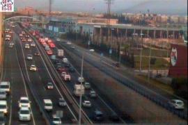 Diversos accidentes provocan importantes retenciones en la vía de Cintura y en la autopista de Inca