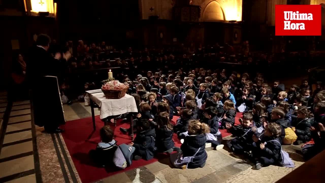 Los alumnos del colegio Sant Francesc celebran Sant Blai