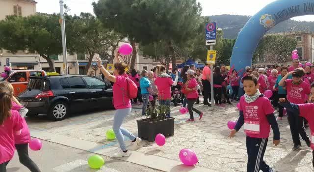 Éxito de convocatoria en la marcha solidaria contra el cáncer en Andratx