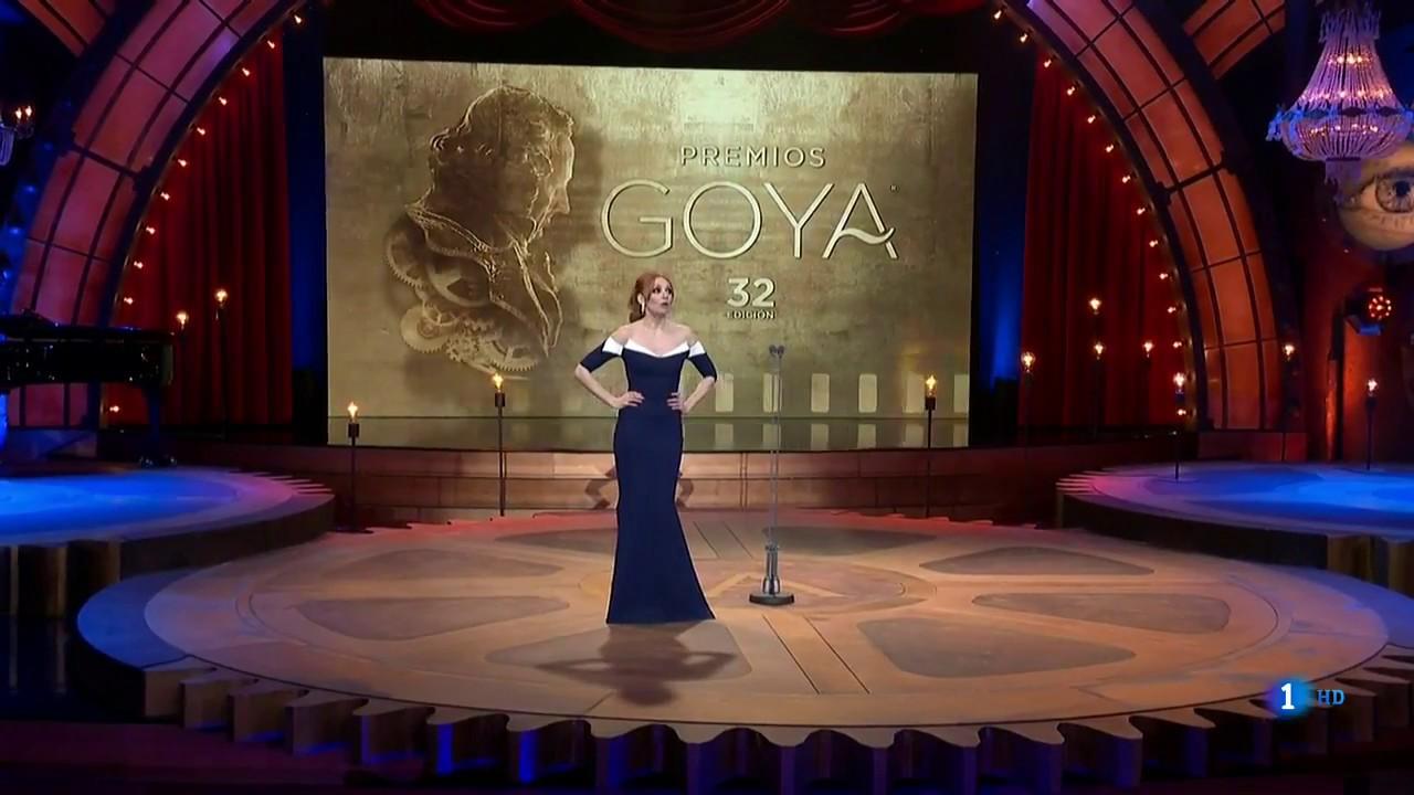 Humor surrealista en una gala de los premios Goya feminista que ha hablado euskera e inglés