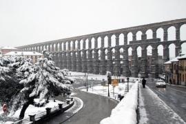 La nieve obliga a cortar 29 carreteras españolas y en 98 son obligatorias las cadenas
