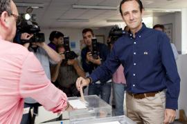 Bauzá vota en Marratxí y espera con tranquilidad el final de la jornada