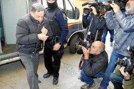 Un alto cargo de Cursach afirma que dio 500 euros a una funcionaria para ayudarla