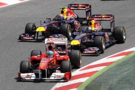 Vettel logra su cuarta victoria y Alonso se queda sin premio