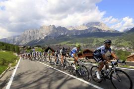 Nieve sigue la fiesta española, Contador divisa su segundo Giro