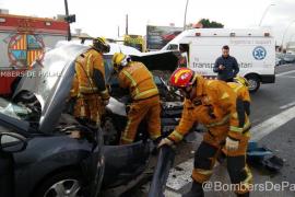 Dos coches colisionan en el cruce del camí Vell de Bunyola con Gremi Tintorers