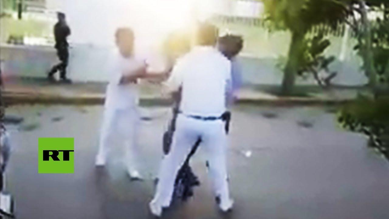 Un grupo de estudiantes atrapa y apalea a un ladrón