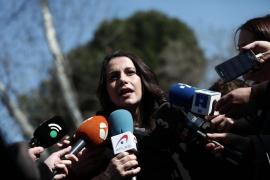 Arrimadas invita a Puigdemont a ser investido en Eurodisney, algo que no sucederá en el mundo real