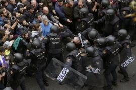 Un juez investiga a dos policías por las cargas del 1 de octubre en Cataluña