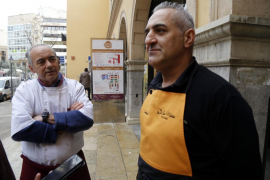 Los comerciantes del Mercado del Olivar advierten del peligro del indigente: «Pasará una desgracia»