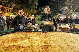 'Dijous llarder' con tortilla gigante y un concurso de 'mario·los'