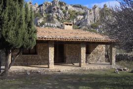 Lavanor, un refugio situado sobre un antiguo porche del cobertizo de Mortitx