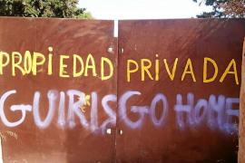 Cala Varques queda incomunicada al cerrarse su acceso por el vandalismo