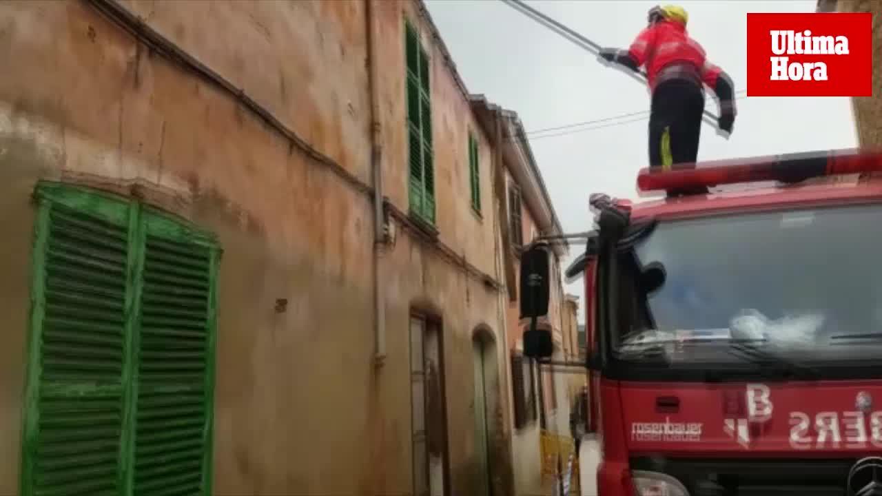 Desprendimiento de una cornisa a causa de las lluvias en Andratx