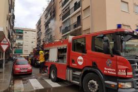 Más de un centenar de vecinos desalojados al declararse un incendio en un piso de Son Gotleu