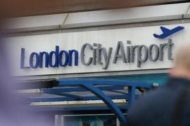 El hallazgo de una bomba nazi clausura el aeropuerto de la Ciudad de Londres
