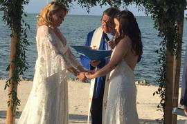 Una profesora lesbiana es despedida por difundir en la Red las imágenes de su boda