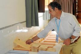 PALMA UH DB EL ALCALDE DE LLUCMAJOR VOTA EN COLEGIO CA SES MONJES. FO