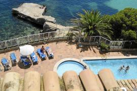 Un inglés salva la vida tras caer de un séptimo piso en un hotel de Magaluf