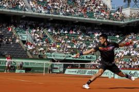 Djokovic suma y sigue, iguala a Federer y amenaza a McEnroe