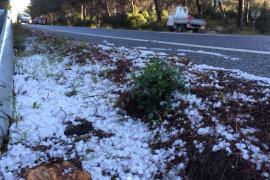 Ibiza amanece bajo cero y con una capa de granizo