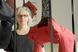 Teresa Matas recrea su «pequeño paraíso» en la galería Lluc Fluxà