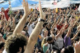La brutal acción policial de Barcelona reaviva las protestas de 'indignados' en toda España