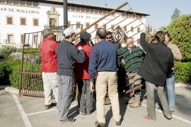 El dueño de l'Empaltada exige al Consell que le devuelva la barrera «robada» en 2009