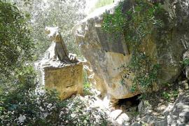 La propiedad de la cueva de Ramon Llull, en Cura, dispuesta a mejorar el entorno