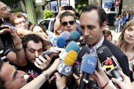 Bauzá se da un paseo triunfal ante la cúpula del PP balear y admite que no podrá fallar