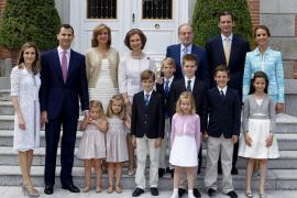LA FAMILIA REAL AL COMPLETO ACUDE A COMUNIÓN DE MIGUEL URDANGARÍN EN ZARZUELA