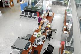 El retraso de unas horas en el pago de las nóminas alarma al funcionariado